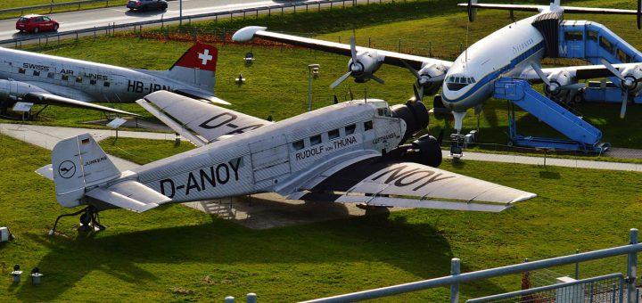 old-aircraft-1044930_1280
